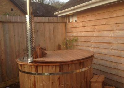 Hot tub in rear garden