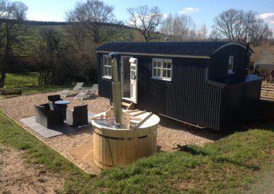 Hot tub and seating area next door to Shepherd hut